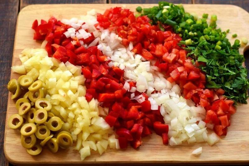 Запеканка из овощей, оливок и сыра