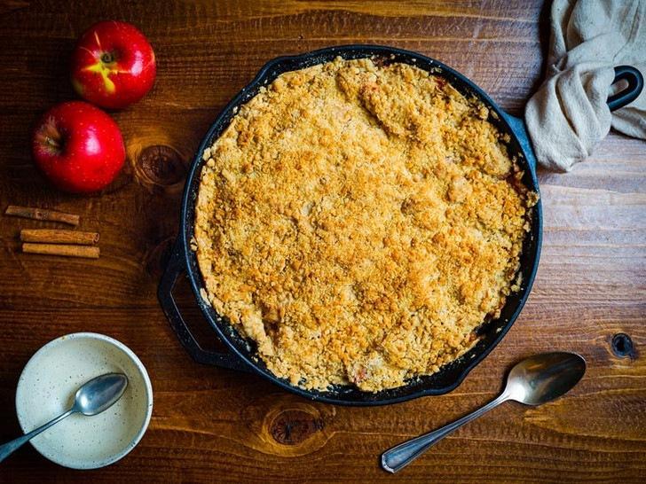 Яблочная крошка: история блюда и оригинальный рецепт