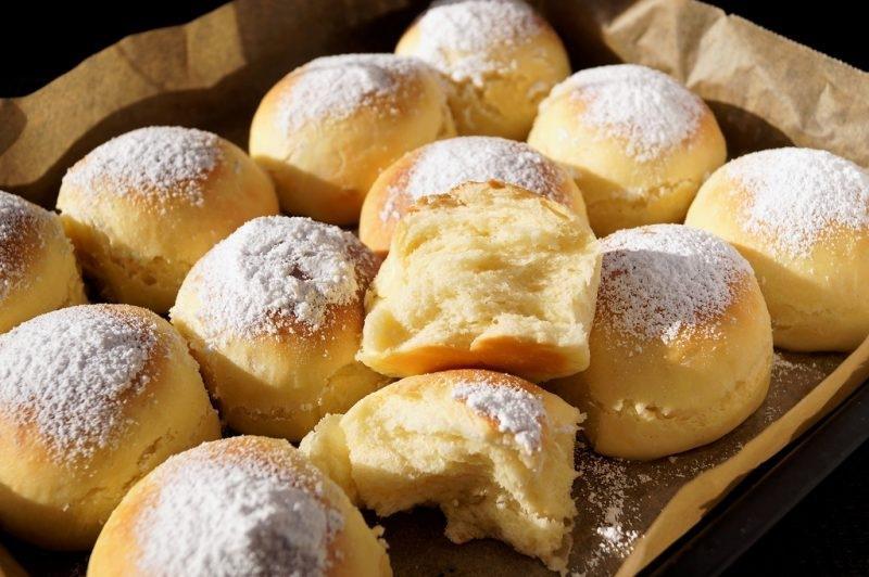 Мягкие булочки с ванильным сахаром.