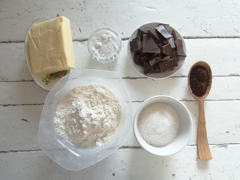 Шоколад в шоколаде, залитый поверх шоколада! Или рецепт, как говорят родители: «Идеальный бисквит с шоколадной стружкой»